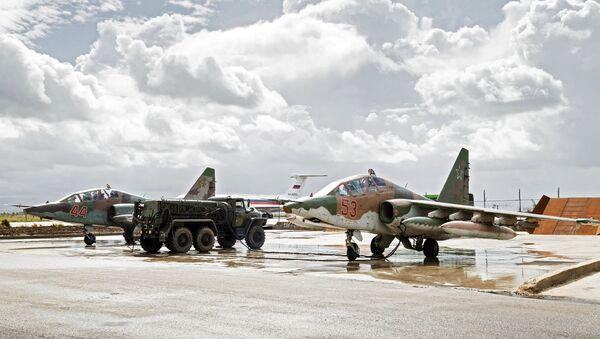 Rosyjskie Su-25 na bazie w Hmeimim - Sputnik Polska