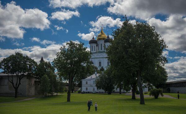 Katedrą Pskowa jest Sobór Trójcy Świętej, znajdujący się na Kremlu. - Sputnik Polska