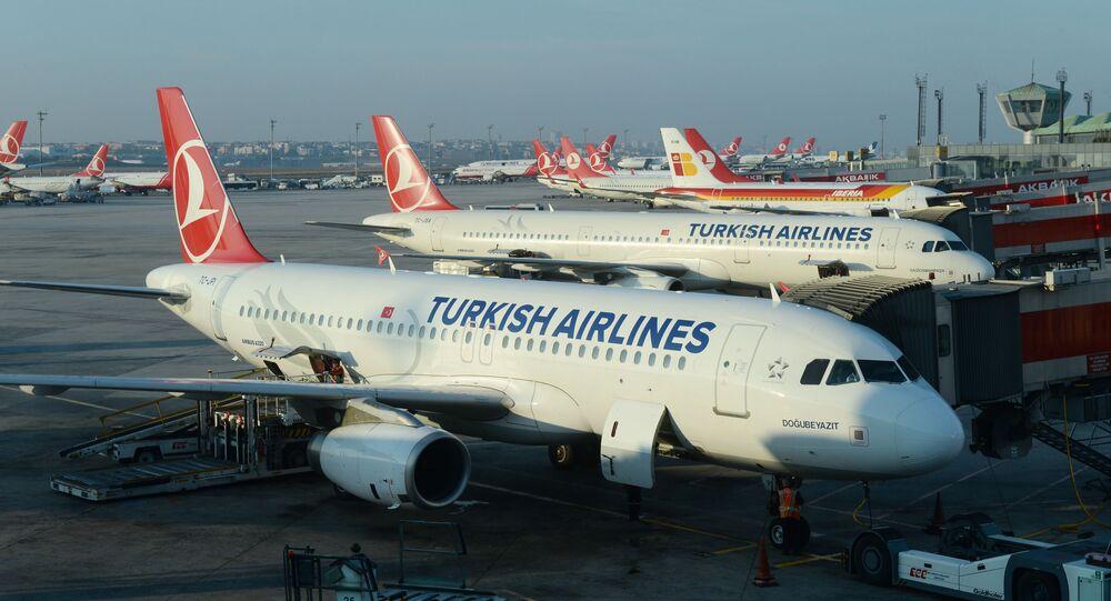 Samoloty Airbus A320 i A321 linii lotniczych Turkish Airlines na lotnisku Stambuł-Atatürk