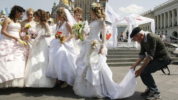 Parada panien młodych w Kijowie - Sputnik Polska