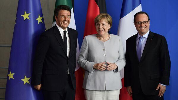 Premier Włoch Matteo Renzi, kanclerz Niemiec Angela Merkel i prezydent Francji Francois Hollande na spotkaniu w Berlinie - Sputnik Polska