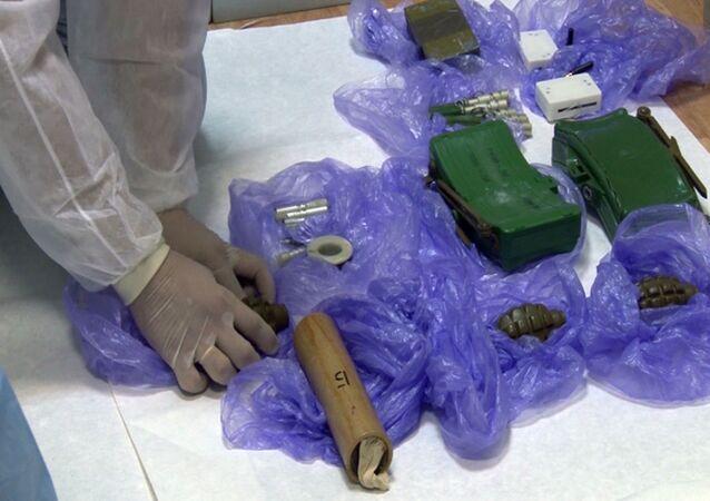 Granaty i miny znalezione podczas zatrzymania ukraińskich sabotażystów przez pracowników FSB Rosji na Krymie