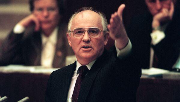 Michaił Gorbaczow podczas wystąpienia na nadzwyczajnym posiedzeniu Rady Najwyższej ZSRR, 27.08.1991 - Sputnik Polska