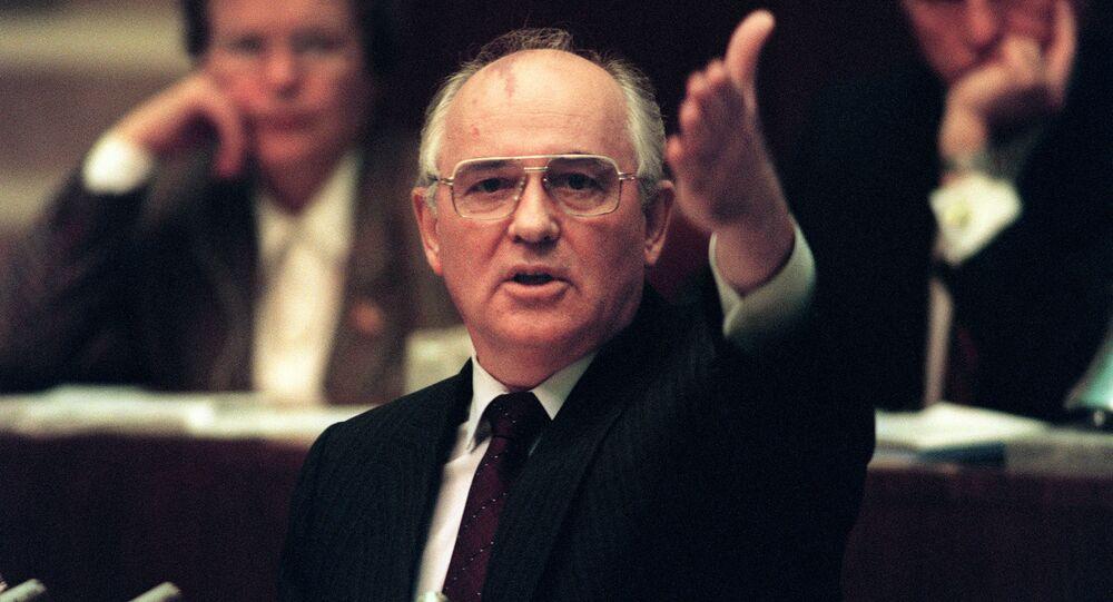 Michaił Gorbaczow podczas wystąpienia na nadzwyczajnym posiedzeniu Rady Najwyższej ZSRR, 27.08.1991