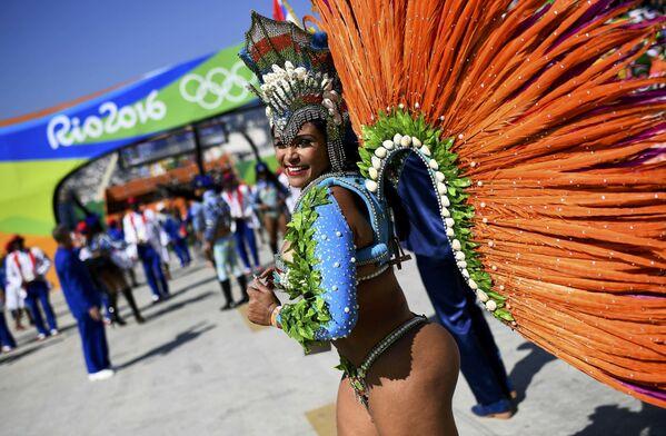 Tancerka samby na Sambodromie w Rio de Janeiro - Sputnik Polska