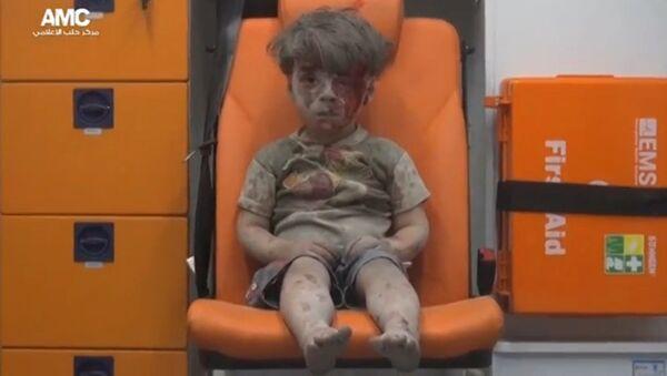 Zdjęcie Omrana Daqneesha opublikowane przez Aleppo Media Centre - Sputnik Polska