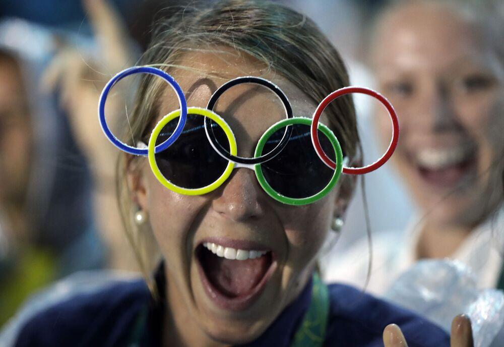 Amerykanka Jackie Briggs podczas ceremonii zamknięcia XXXI Letnich Igrzysk Olimpijskich
