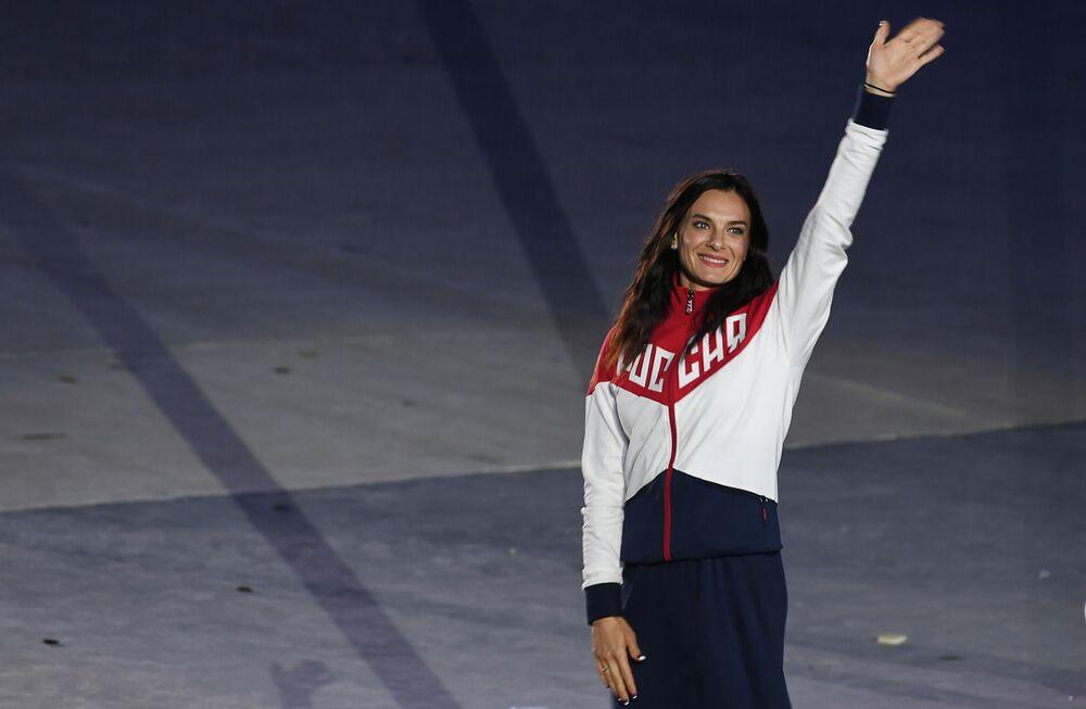 Rosjanka Jelena Isinbajewa podczas ceremonii zamknięcia XXXI Letnich Igrzysk Olimpijskich