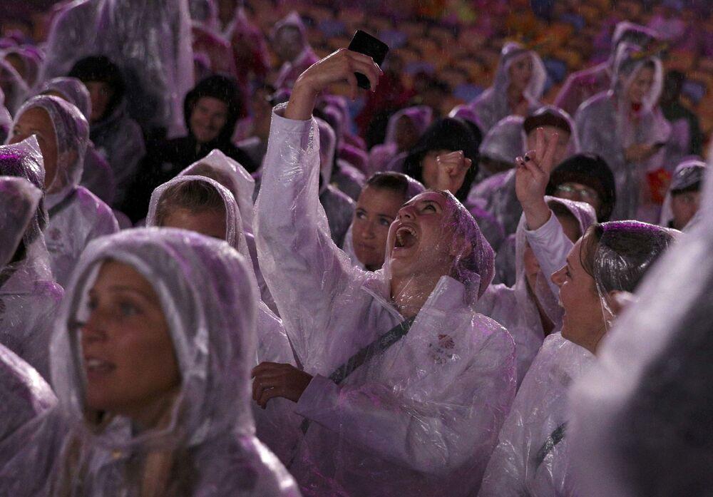 Uczestnicy ceremonii zamknięcia XXXI Letnich Igrzysk Olimpijskich