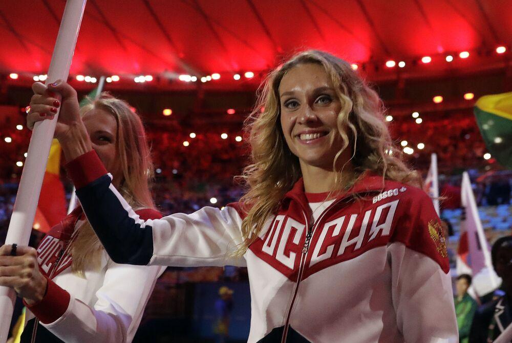 Rosjanki Natalia Isienko i Swietłana Romaszyna podczas ceremonii zamknięcia XXXI Letnich Igrzysk Olimpijskich