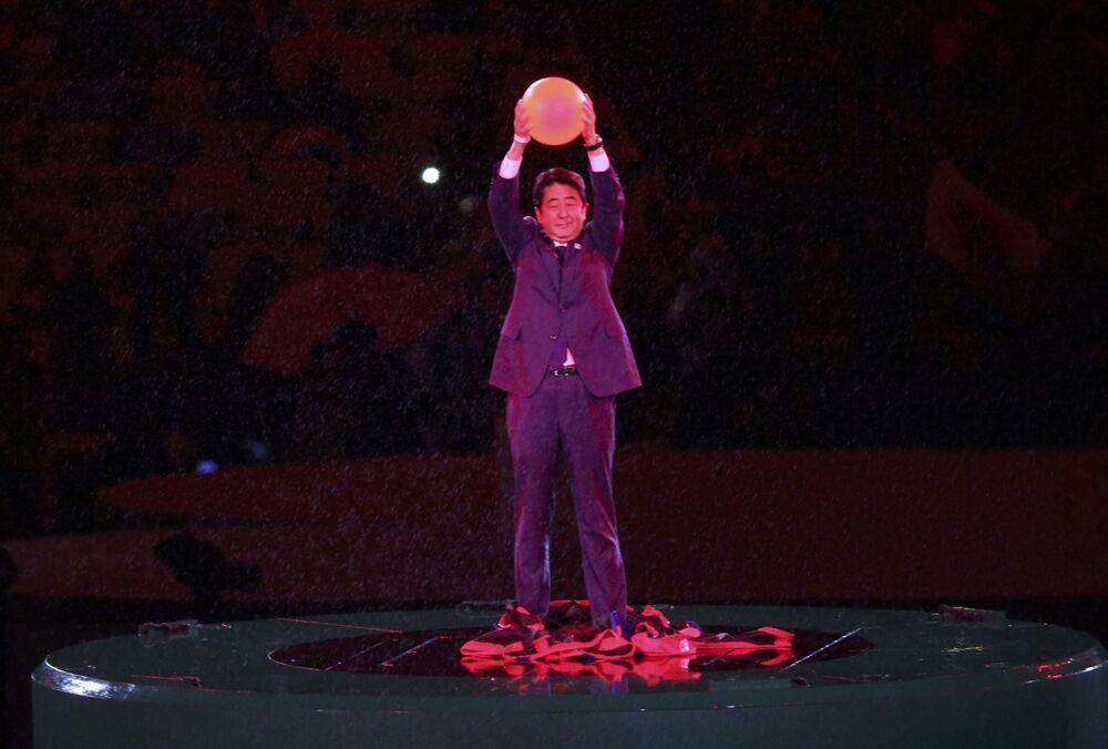 Premier Japonii Shinzo Abe podczas ceremonii zamknięcia XXXI Letnich Igrzysk Olimpijskich