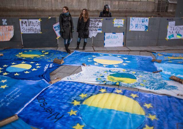 Flaga UE z nazwami miast ukraińskich