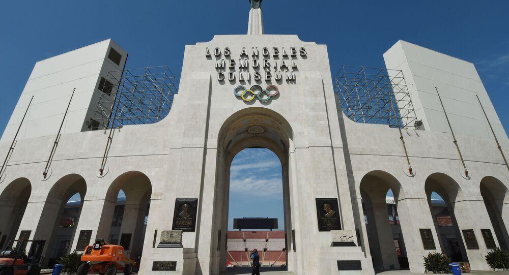 "Wejście na stadion ""Memorial Coliseum"" w Los Angeles"