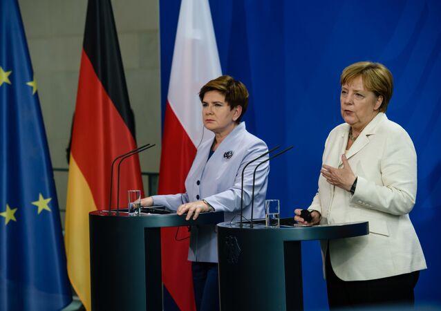 Premier Polski Beata Szydło i kanclerz Niemiec Angela Merkel na konferencji w Berlinie