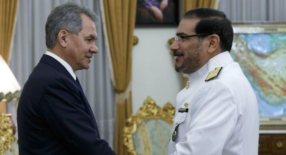 Minister obrony Rosji Siergiej Szojgu i sekretarz Rady Najwyższej Bezpieczeństwa Narodowego Iranu Ali Shamhani