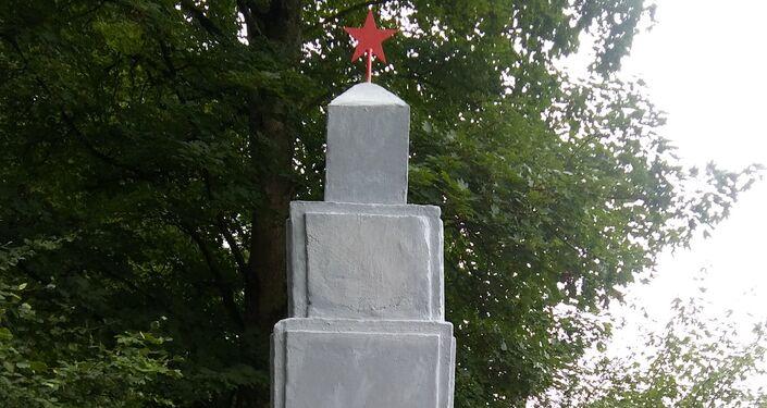Obiekt poświęcony jest czołgistom radzieckim poległym w tamtym rejonie.