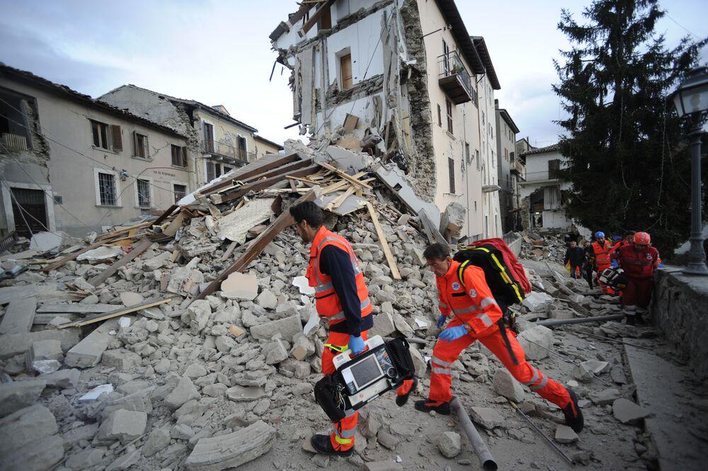 Służby ratunkowe na miejscu wydarzenia.
