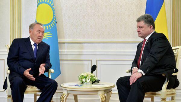 Kazakhstan's President Nursultan Nazarbayev (L) and Ukrainian President Poroshenko during the negotiations in Minsk, Belarus. - Sputnik Polska