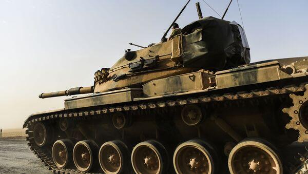 Żołnierz tureckiej armii w czołgu przy granicy z Syrią - Sputnik Polska
