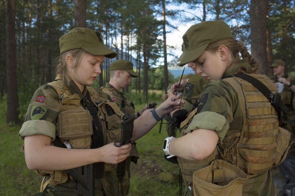 Pierwsze poborowe kobiety w Norwegii.