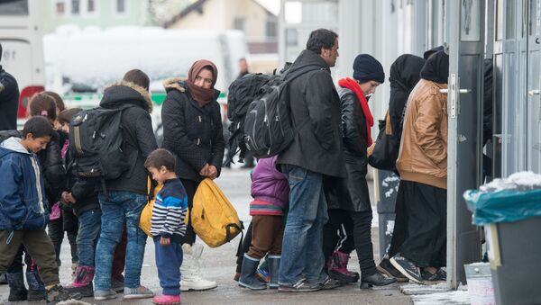 Imigranci w kolejce do rejestracji. Pasawa, Niemcy - Sputnik Polska