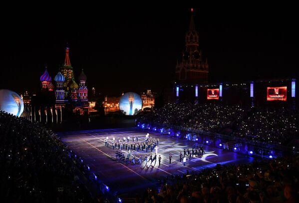 Uczestnicy z Kazachstanu podczas ceremonii otwarcia 9. edycji Międzynarodowego Festiwalu Orkiestr Wojskowych Spasskaja Basznia - Sputnik Polska