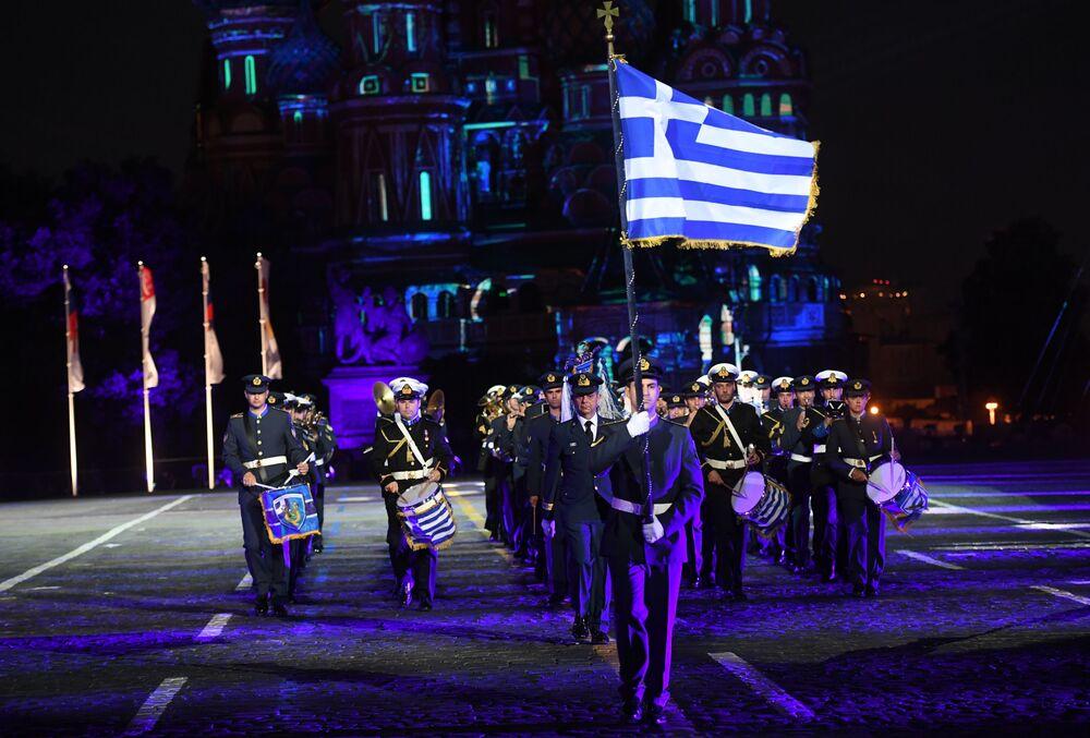 Uczestnicy z Grecji podczas ceremonii otwarcia 9. edycji Międzynarodowego Festiwalu Orkiestr Wojskowych Spasskaja Basznia
