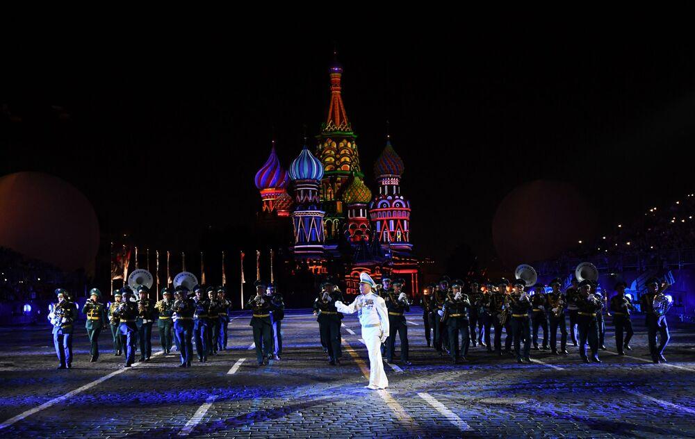 Uczestnicy z Kazachstanu podczas ceremonii otwarcia 9. edycji Międzynarodowego Festiwalu Orkiestr Wojskowych Spasskaja Basznia