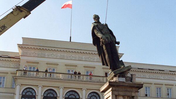 Demontaż pomnika Feliksa Dzierżyńskiego w Warszawie - Sputnik Polska