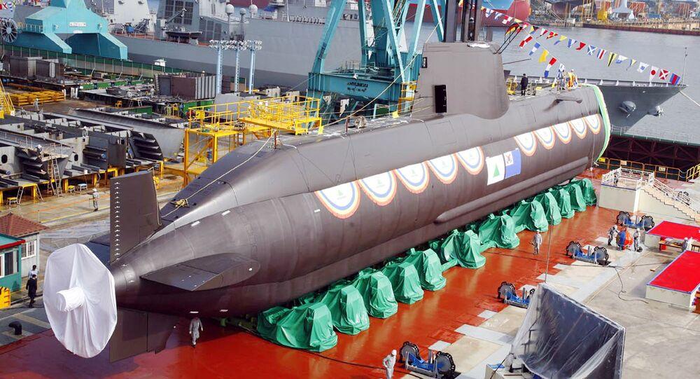Południowokoreański okręt podwodny klasy Sonwonil podczas spuszczania na wodę