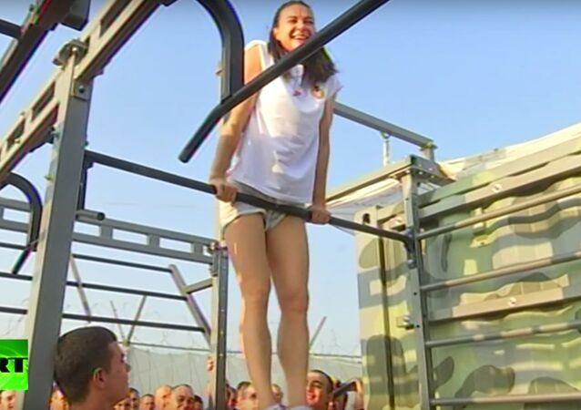 Jelena Isinbajewa poprowadziła rozgrzewkę dla rosyjskich żołnierzy