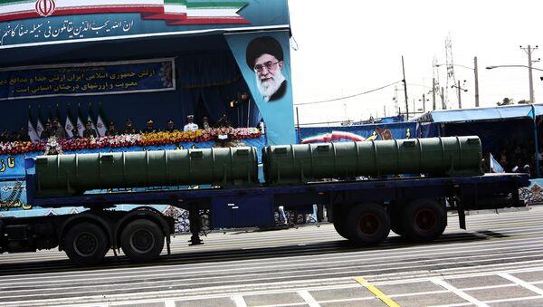 """Mobilny przeciwlotniczy system rakietowy """"Bawar 373"""" na defiladzie wojskowej w Teheranie - Sputnik Polska"""
