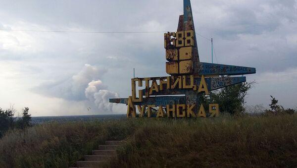 Pomnik przy wjeździe do stanicy Ługańska na linii frontu w Donbasie - Sputnik Polska