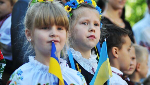 Ukraińscy uczniowie podczas uroczystego apelu 1 września we Lwowie - Sputnik Polska