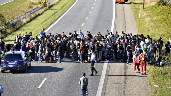 Grupa uchodźców w Danii - Sputnik Polska