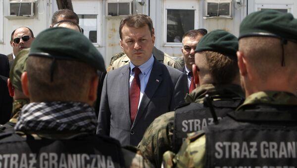 Minister spraw wewnętrznych Polski Mariusz Błaszczak przed funkcjonariuszami straży granicznej - Sputnik Polska