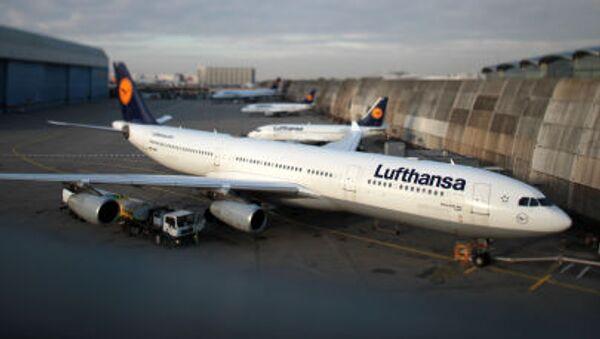 Samolot na lotnisku we Frankfurcie nad Menem - Sputnik Polska