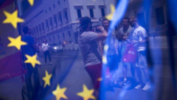 Turyści na jednym z placów w Madrycie - Sputnik Polska