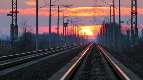 Kolej o zachodzie słońca - Sputnik Polska