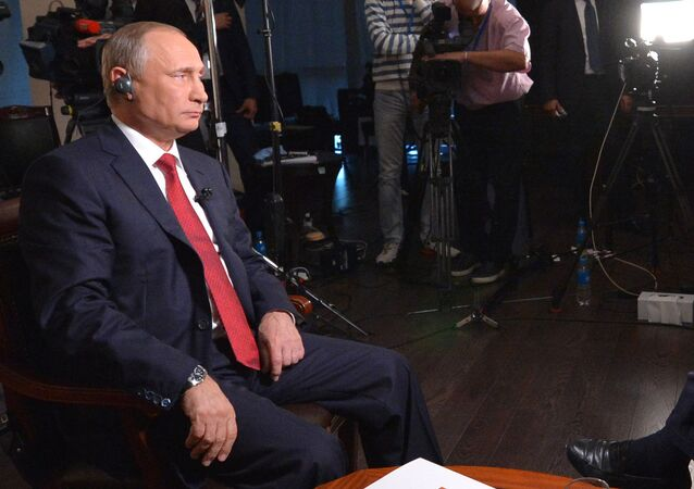 Władimir Putin i redaktor naczelny agencji Bloomberg w czasie wywiadu. Władywostok. Wyspa Rosyjska