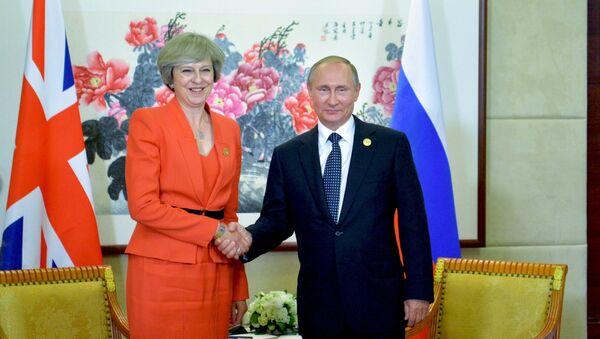 Premier Wielkiej Brytanii Theresa May i prezydent Rosji Władimir Putin w trakcie szczytu G20 w chińskim Hangzhou - Sputnik Polska