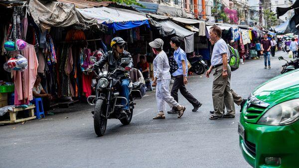 Targ na jednej z ulic w Ho Chi Minh - Sputnik Polska