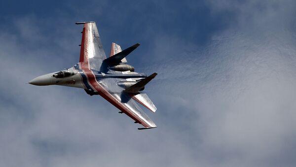 """""""Rosyjscy Witezie"""" zademonstrowali wyższą szkołę pilotażu na wielozadaniowych myśliwcach Su-27 - Sputnik Polska"""