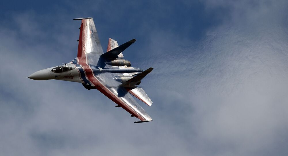"""""""Rosyjscy Witezie"""" zademonstrowali wyższą szkołę pilotażu na wielozadaniowych myśliwcach Su-27"""
