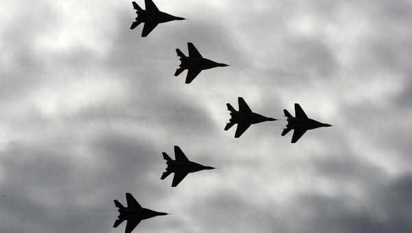 """Wielozadaniowe myśliwce MiG-29 zespołu akrobacyjnego """"Jerzyki"""". - Sputnik Polska"""