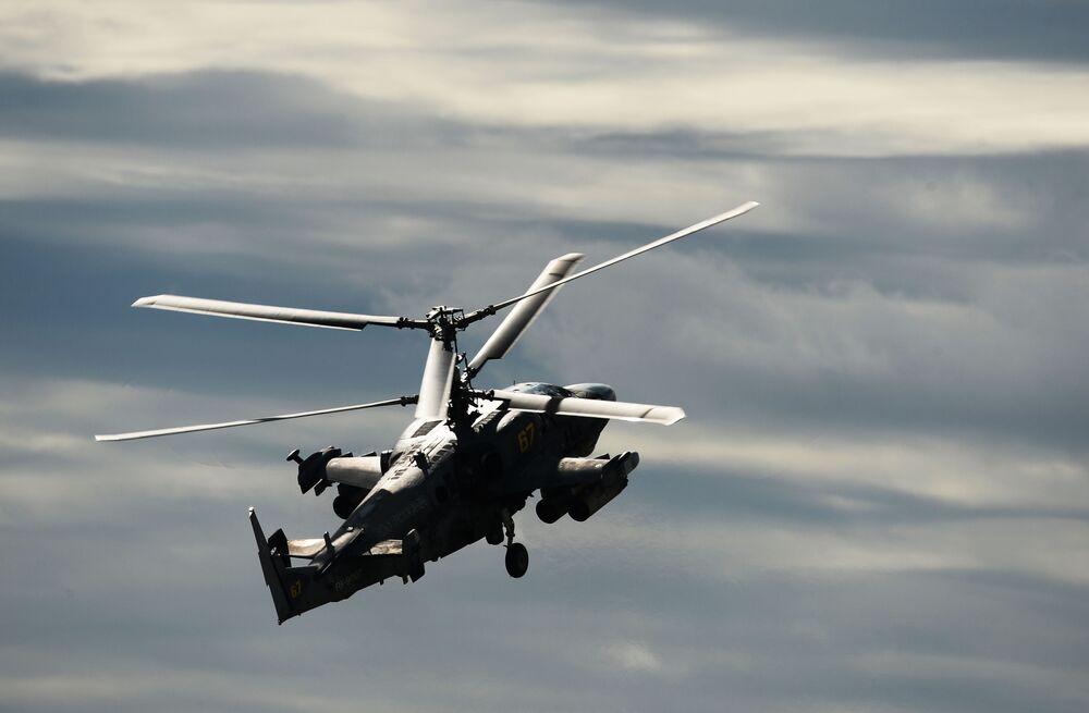 """Śmigłowiec wsparcia bojowego Ka-52 """"Aligator""""."""