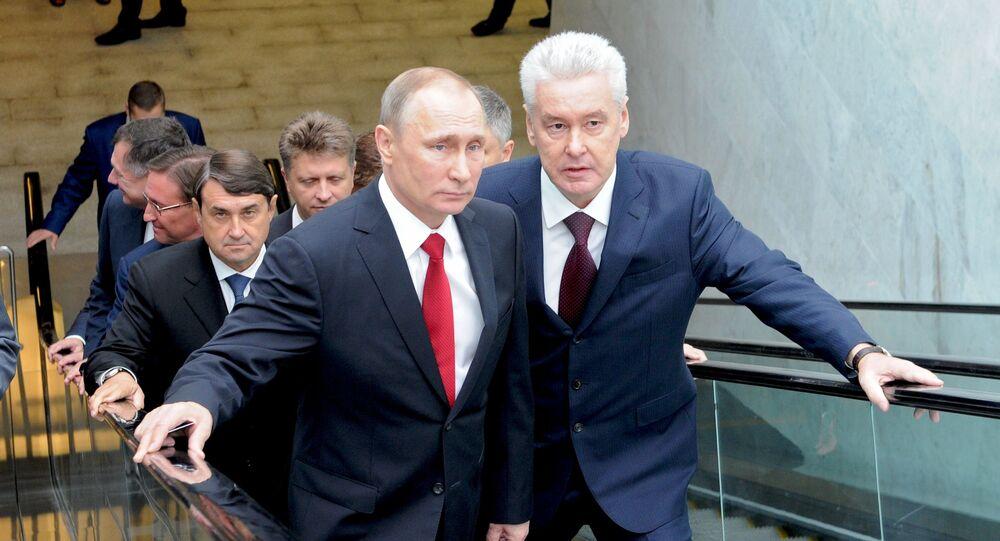Prezydent Rosji Władimir Putin i mer Moskwy Siergiej Sobianin podczas otwarcia MCK w rosyjskiej stolicy