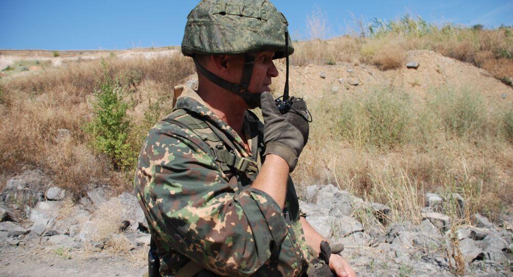 Członek oddziału specjalnego milicji ludowej Donieckiej Republiki Ludowej podczas ćwiczeń w obwodzie donieckim