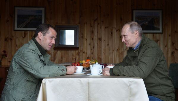 Premier Rosji Dmitrij Miedwiediew oraz Prezydent Rosji Władimir Putin na wyspie Lipno w obwodzie nowgorodskim. - Sputnik Polska