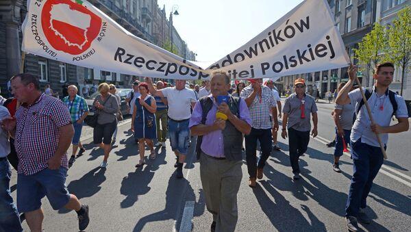 Protest sadowników w Warszawie przeciwko antyrosyjskim sankcjom, 12.09.2016. - Sputnik Polska